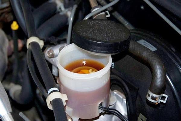 Thay dầu phanh xe honda