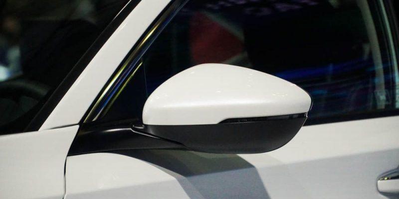 Gương chiếu hậu tích hợp xi nhan LED