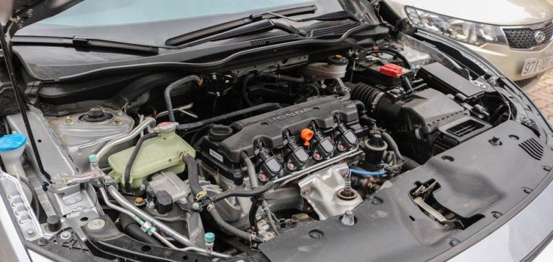 Khoang động cơ Honda Civic