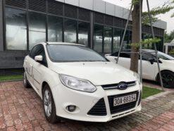 Hông Ford Focus 1.6 Trắng 2012