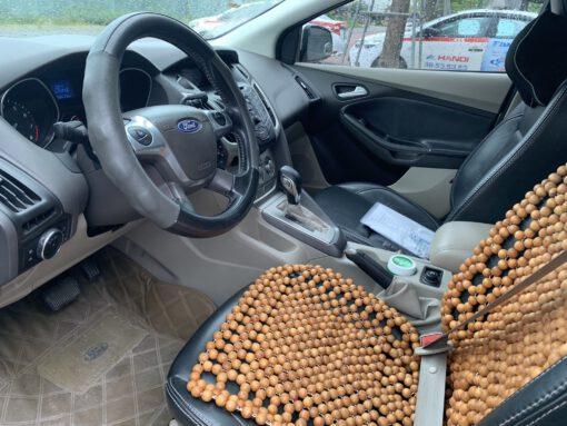 Ghế lái Ford Focus 1.6 Trắng 2012